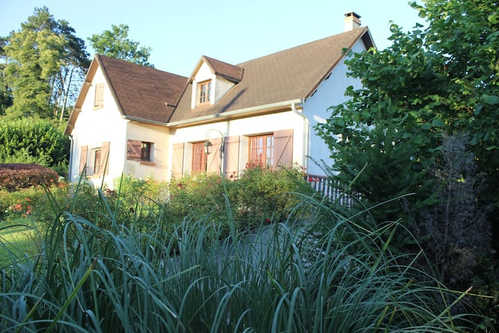 Chambre avec bureau et salle d'eau privée - Méry-sur-Marne