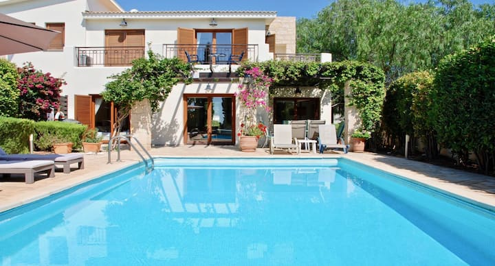 Lovely Villa Loukia with private pool and gardens