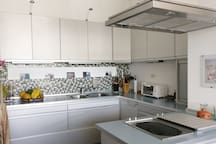 Equipped Kitchen. Cocina Equipada.
