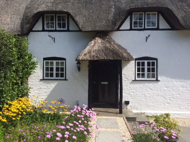 Idyllic Thatched Cottage in heart of New Forest