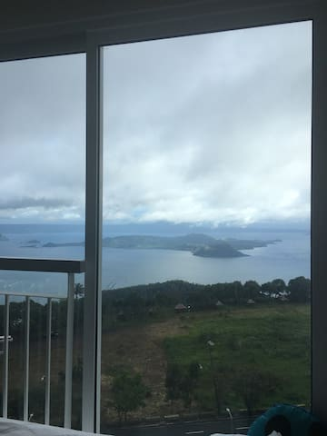 SMDCcondo w/ amazing Taal Lake view
