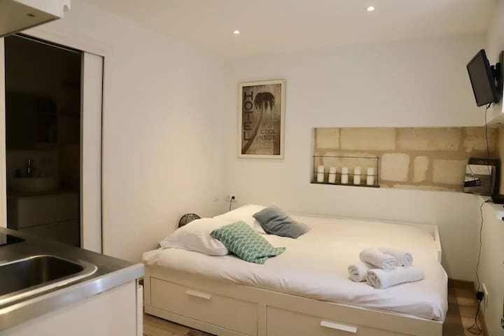 Cosy studio at the heart of Bordeaux, 2 steps to Capucins market - Welkeys