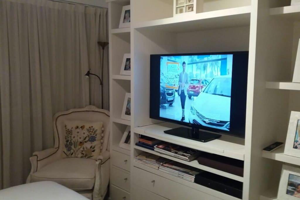 Televisor en cuarto en suite