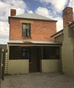Cute Historical Cottage in Great Location - North Hobart
