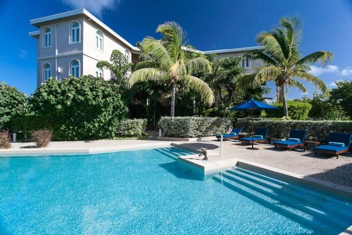 Fountain Garden View Studio Suite - Shoal Bay