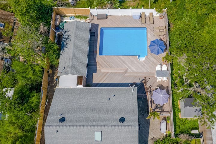 Amazing home w/ private pool, spacious deck, separate cottage & more!