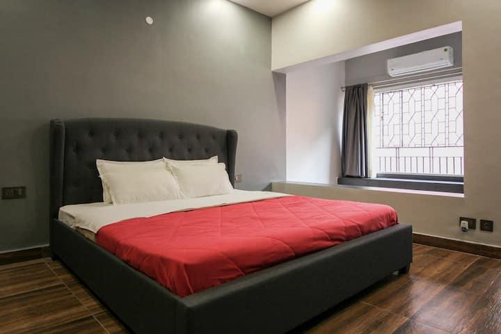 Modern Ensuite Room in Boutique Home | Ballygunge