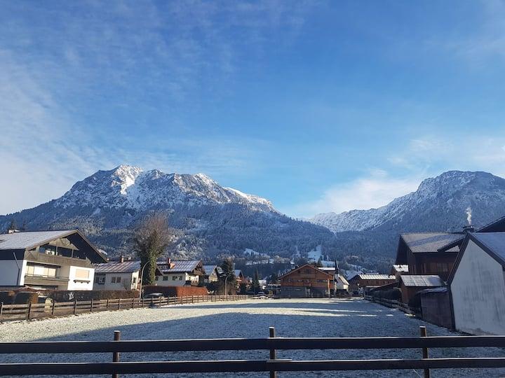 Charmante Ferienwohnung mit Bergblick im Zentrum