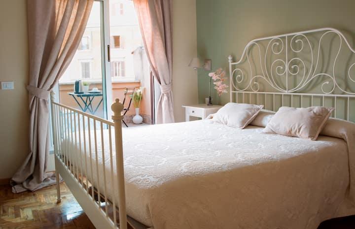 Camera matrimoniale con balcone con vista
