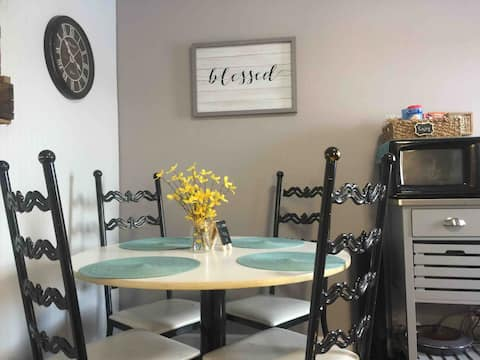 Cozy Corner West: comfy stay close to Twin Cities