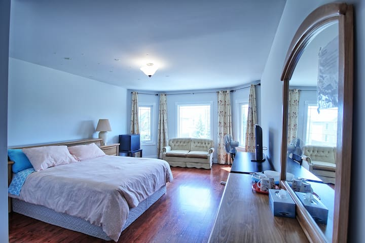 High Demand, Quiet and Large Room w/Free Parking