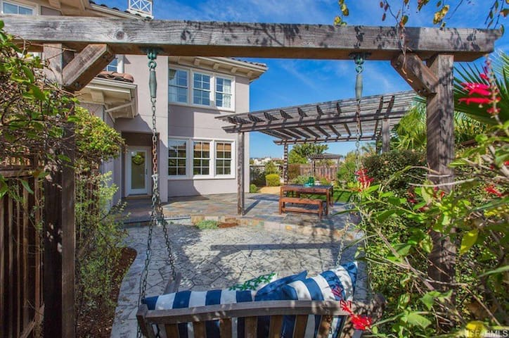 PRIVATE BDRM & BTH + PARKING + BREAKFAST NEAR SF - Alameda - Casa