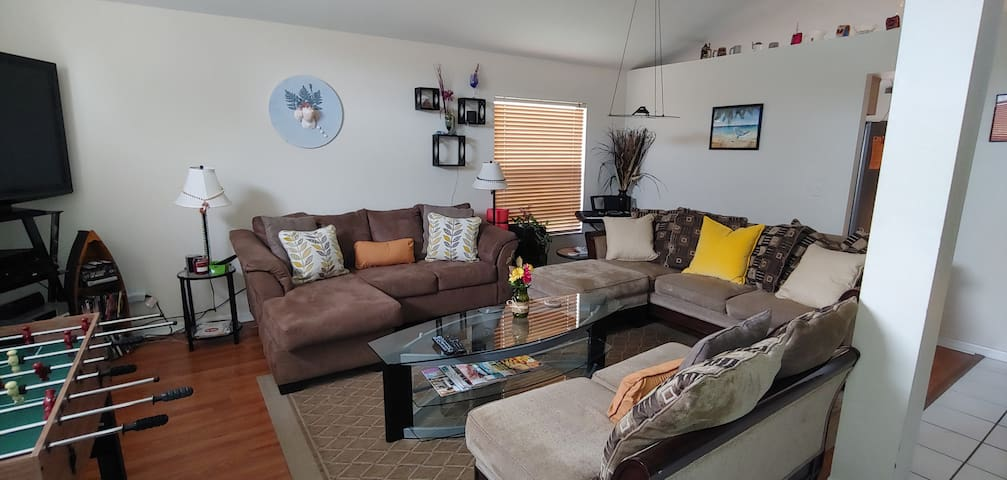 Large living room with 2 large sofas & loveseat