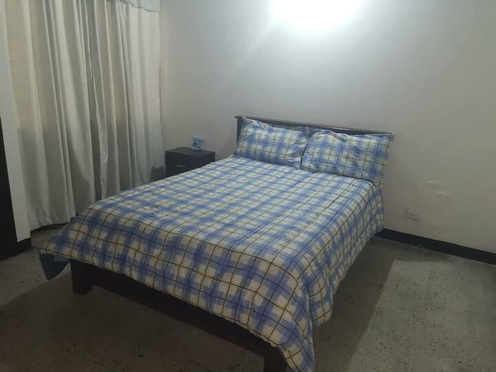 Habitación privada no 2 en casa grande Medellin