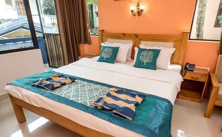 Cozy Standard room in Candolim 100mts to beach.