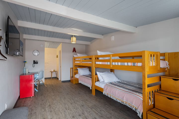 Tucson-Style Bunk Bed Room, Free Breakfast & Pool