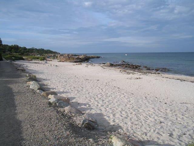Unikt sommerhus tæt på stranden - Allinge - Ev