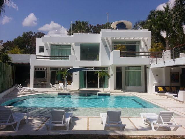 Luxury Home in el Peñon Girardot - El Peñón