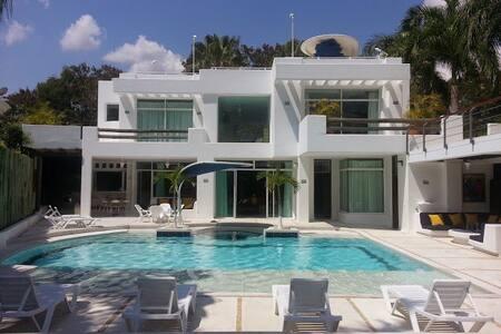 Luxury Home in el Peñon Girardot - El Peñón - Rumah