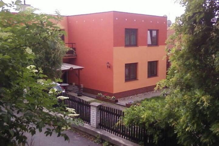 Apartmá a studio na návsi vedle kostela s výhledem