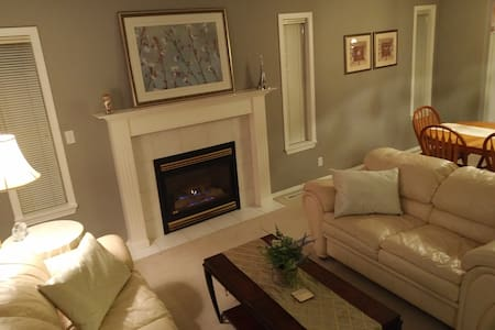 Clean, bright, comfortable house in Pineview