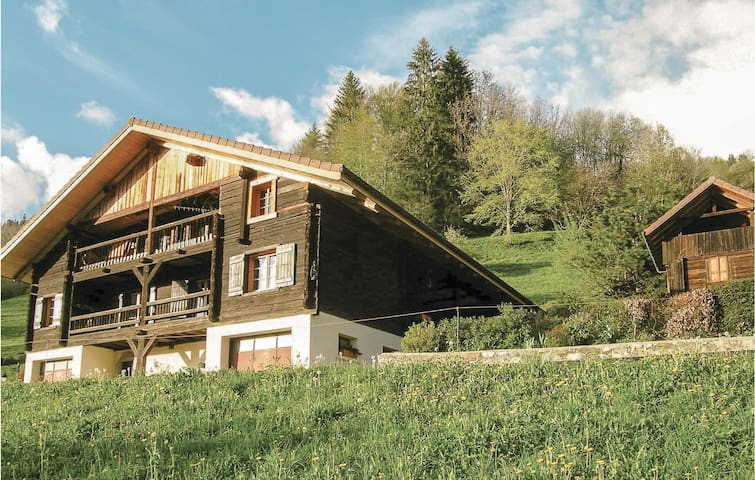 Holiday cottage with 3 bedrooms on 85m² in Manigod