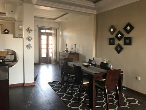 Modern & comfortable apartment at great location