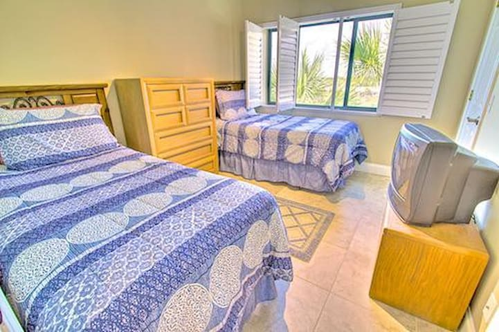 Sea Haven Resort - 516, Oceanfront, 2BR/2.5BTH, Pool, Beach - Butler Beach - Apartament