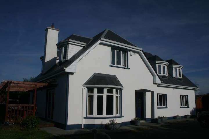 Beautiful Spacious House Galway - Galway