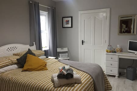 Gateway to the North Coast, Ensuite room+Breakfast