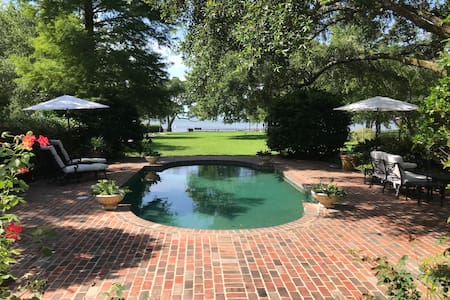 1947 Beach House 3BR/3Ba in Pass Christian.  No Tv