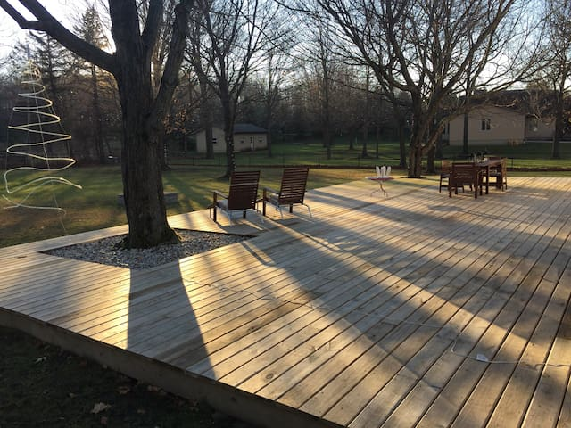 Cozy 3 bedrooms with awesome deck. - New Albany - Dom