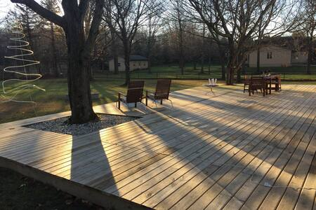 Cozy 3 bedrooms with awesome deck. - New Albany - Ház