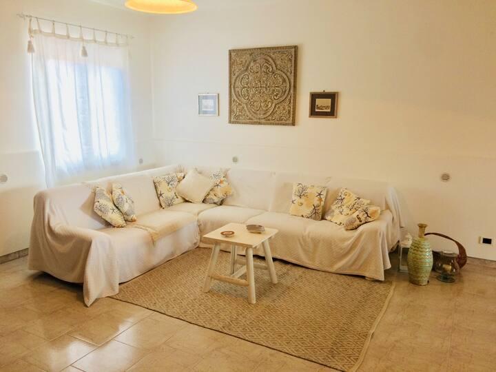 Summer Villa for 6 in Portorosa, Sicily