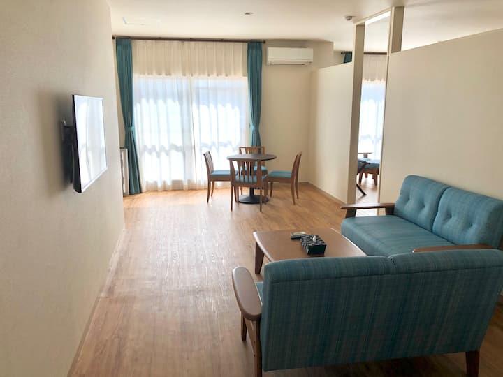 1名様~6名様客室広さ80㎡ 通常のフォースに加え、キングベッドルームあり ダイニングキッチンを完備