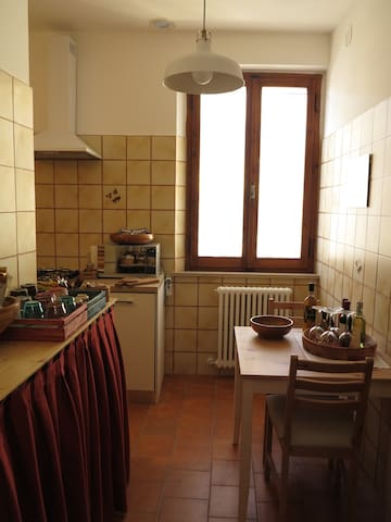 Lovely flat in medieval village - Monteleone - Apartment