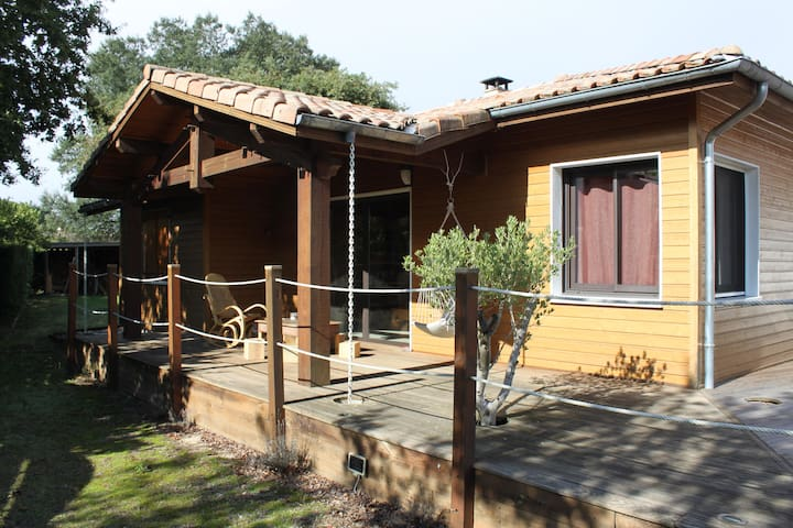 Chambre sympa dans maison en bois - Rion-des-Landes