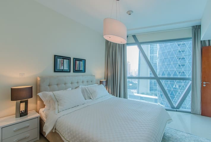 1 Bed in Park Tower, Only 5 Mins Walk DIFC Metro