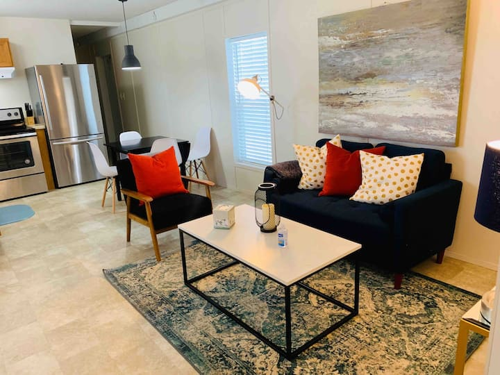 Convenient and Clean Home, Minutes from Dtwn LG