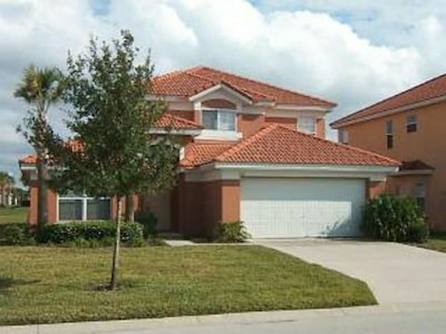 SPACIOUS 5BEDROOM/3BATH WITH POOL IN GATED RESORT