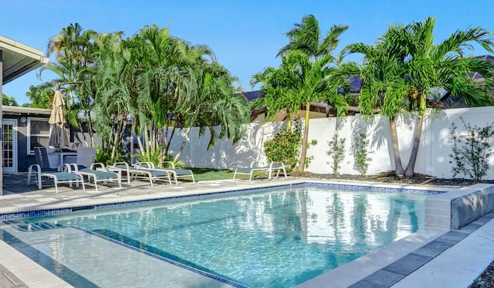 Luxury 4BR Home w/ Pool, Close to Beach & Downtown