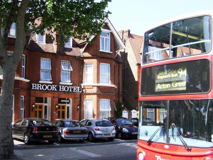 Brook Hotel: 2 Guests - breakfast, parking & Wi-Fi