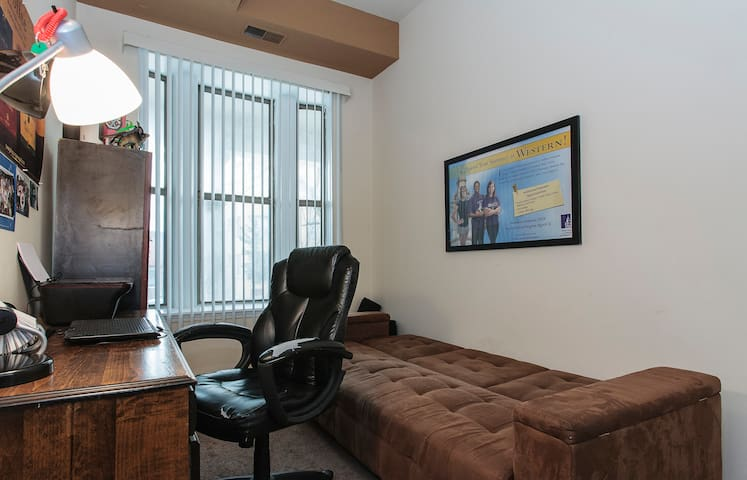 Cozy guest room 1 block from U of C - Chicago - Appartement