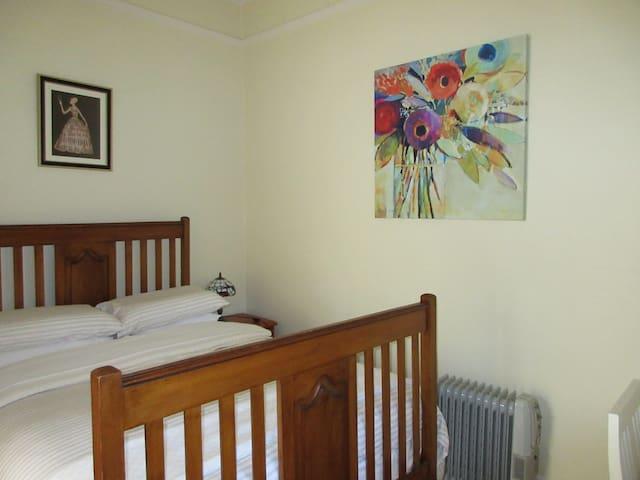 Bedroom No.1 with  Queen Bed