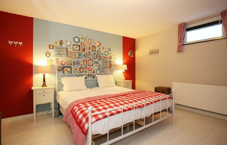 A nice big sleeping room, with a comfortable (adjustable) bed.