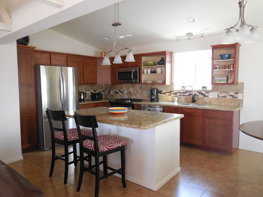Modern kitchen w/island