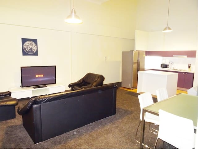 Share Room available in Fortitude Valley - Fortitude Valley - Apartmen