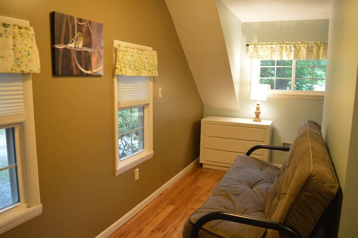 Small bedroom upstairs - futon shown