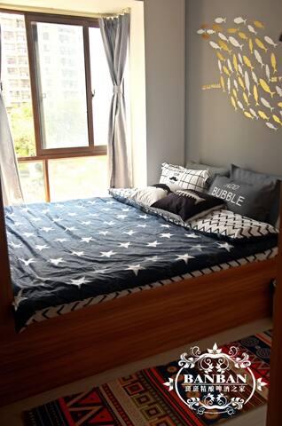 次卧室啊,纯天然乳胶床垫弹性和支撑感棒棒的1.8*2.0