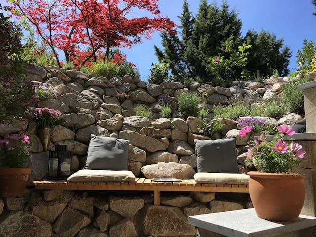 Charmantes Souterrain-Studio mit kleiner Terrasse